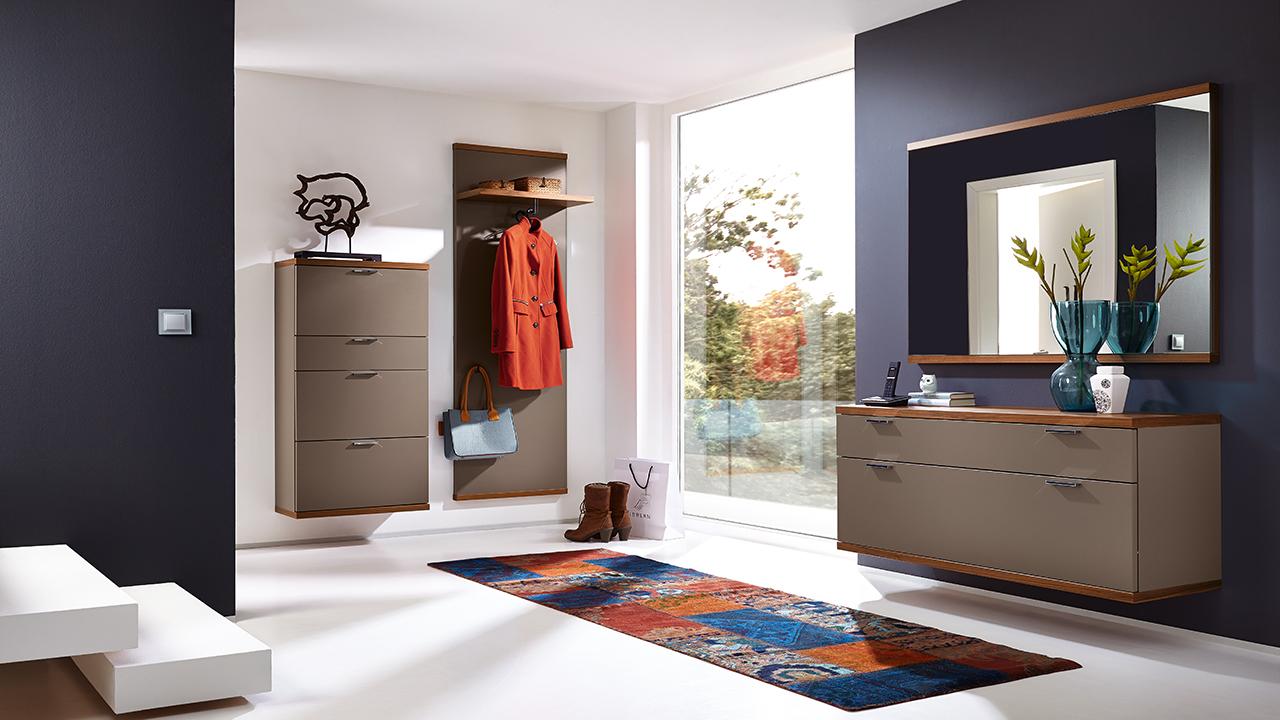 flurspiegel kaufen wandspiegel m bel schaumann kassel. Black Bedroom Furniture Sets. Home Design Ideas