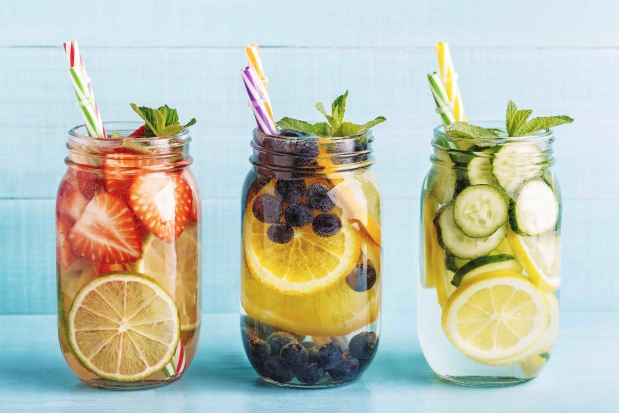 Sommergetränke mit Früchten
